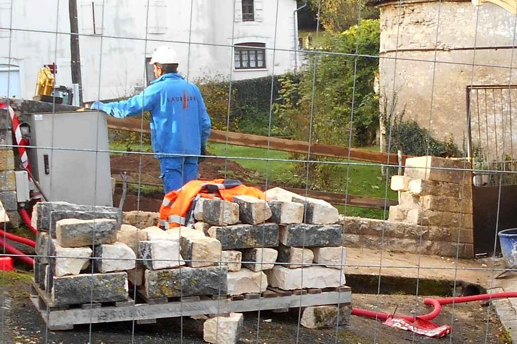 Pont-travaux-demontage d'un mur